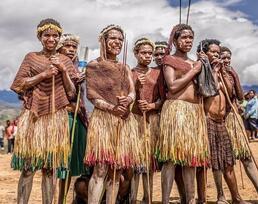 印尼土著达尼(Dani)的部族的神秘风俗