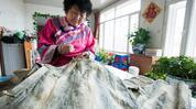赫哲族是女真族后裔 用鱼皮做衣服